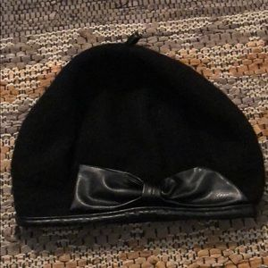 Jessica Simpson wool and leather beret 🎀